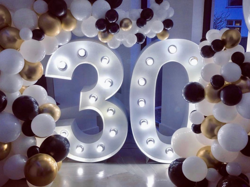 Our fantastic 4ft Giant Light Up 30 Numbers surrounded by balloons